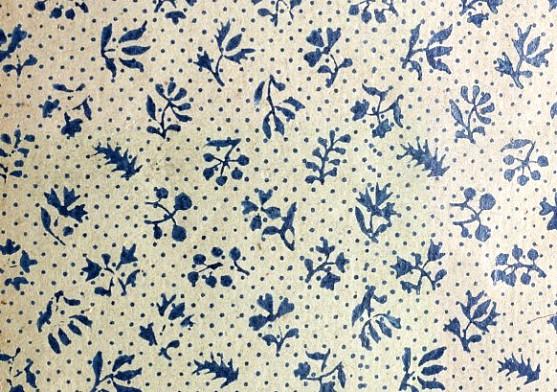 Papier dominoté. 12 petits motifs végétaux. Bleu. Fond blanc